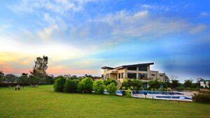 lawn-Golden-Tusk-resort-Corbett